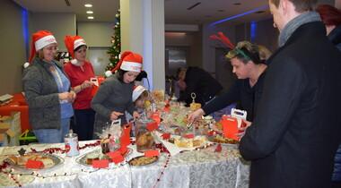 Ciasta i przetwory na kiermaszu świątecznym w Eurozet