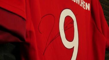 Czerwony T-shirt z autografem Roberta Lewandowskiego